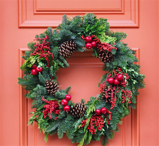 Five Holiday Decorating Guidelines To Give Your Tenants